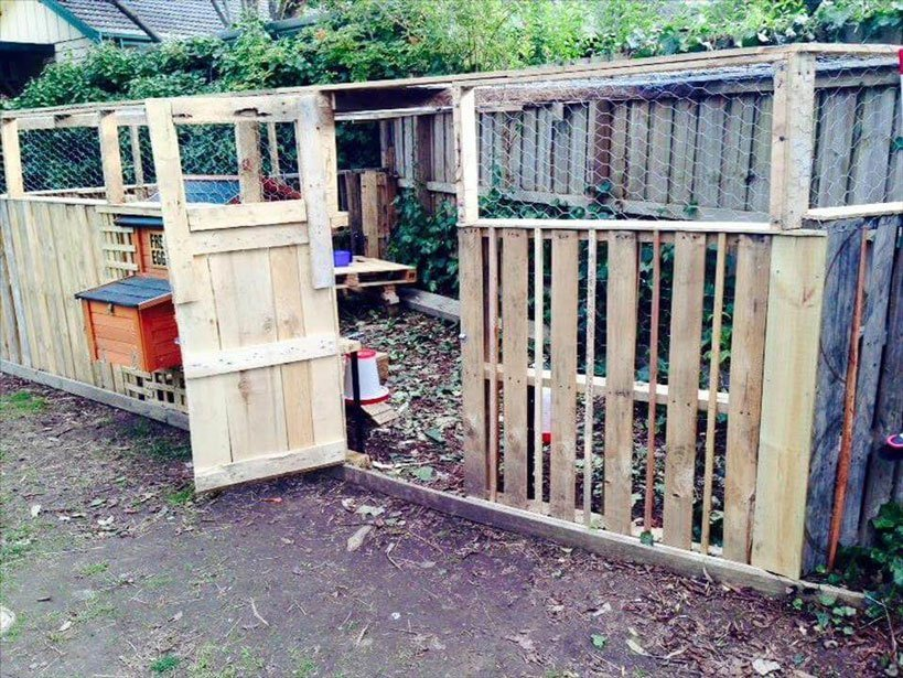 Pallet Coop Ideas Fenced Enclosure