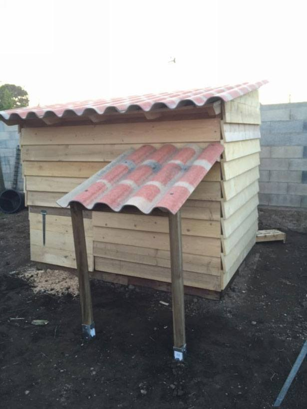 Pallet Coop Ideas Close it up as needed