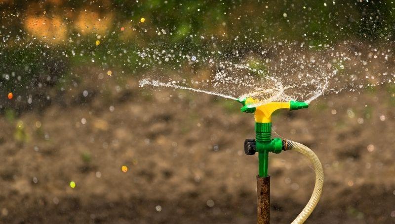a working sprinkler irrigation system for the backyard