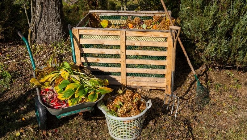 DIY container made of pallet and mesh makes it easy to layer greens and browns for fast composting